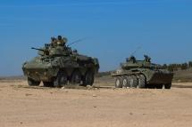 Los dos vehículos acorazados con que cuenta el Regimiento Farnesio: Centauro y VEC © Carlos Molero