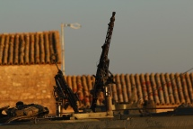 Ametralladoras en la caseta de Curdi. © Carlos Molero