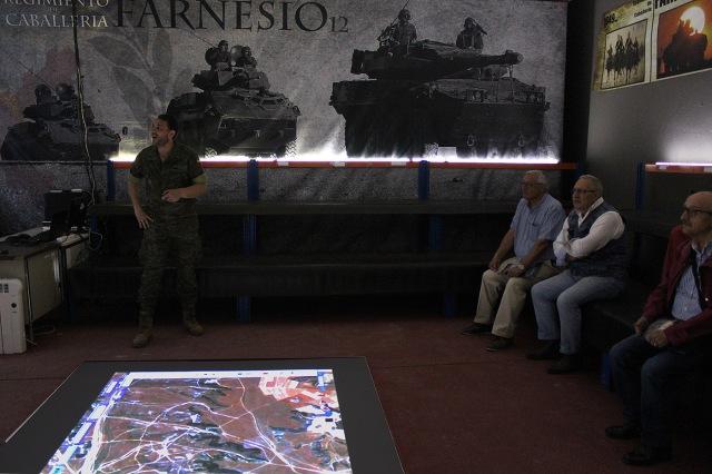 Visita de veteranos al Regimiento
