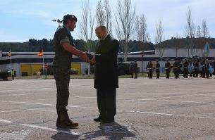 """Juanio Fernández, periodista especializado en asuntos militares que difunde en el periódico digital El Confidencial, es nombrado Lancero de Honor del RC """"Farnesio"""" 12."""