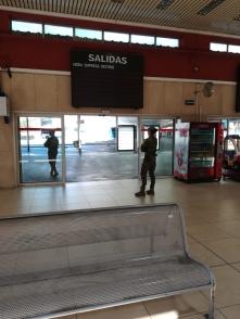 """8 de abril. Patrulla en la estación de autobuses de Valladolid. © RC """"Farnesio"""" 12"""
