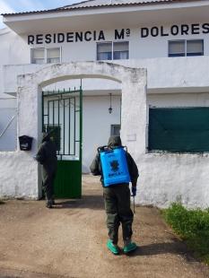 """11 de abril. Desinfección en la residencia """"María Dolores"""" de Pozoantiguo (Zamora) © RC """"Farnesio"""" 12"""