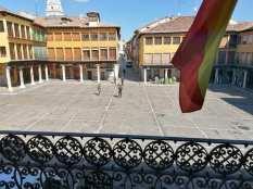 27 de marzo. Patrulla en la Plaza Mayor de Tordesillas (Valladolid) © Ayuntamiento de Tordesillas vía Facebook
